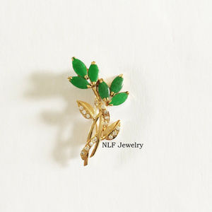 NLF Jewelry Jewelry - NEW 14K Solid Gold Marquise Green Jade Brooch Pin